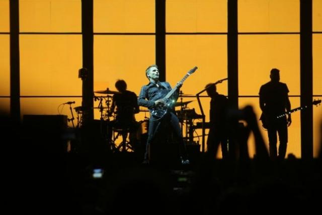 Trupa Muse a făcut publicul să tresară într-o odisee cu lumini și solo-uri sublime